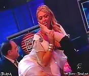 Britney Amber geniet als een slet